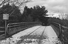 The Bridge - FP4 16 (Iain Jaques) Tags: leicestershire ratby snow december ilford ilfordfp4 fp4 fp4party 35mm filmphotography film analoguephotography eos3 canoneos3 iso125 m1 m1motorway bridge overbridge martinshawwood nikoncoolscan bw mono motorwaybridge