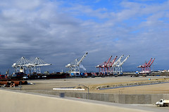DSC_5701-61 (jjldickinson) Tags: nikond3300 103d3300 nikon1855mmf3556gvriiafsdxnikkor promaster52mmdigitalhdprotectionfilter freeway terminalislandfreeway ca47 ca103 longbeach portoflongbeach polb harbor longbeachharbor crane bridge