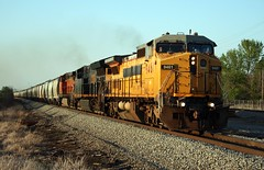 Anything Goes on CN! GECX 9461 Neenah WI 5-16-18 S750 (soosd60) Tags: cn canadian national neenah wisconsin c408w gecx sand train lease