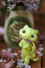 (Luthigern) Tags: lilac flower spring clover doll cloverdoll dragon bjd