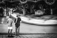 1/6 (Zesk MF) Tags: waiting fair movement bewegung langzeit longtime exposure street kids rummel bw black white mono zesk strase people speed life