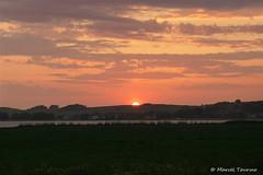 Sonnenuntergang, Halbzeit (MarTou72) Tags: marceltourmo sonydscrx100m5 himmel sonne sonnenuntergang bodden rügen thiessow ostsee wolken abendrot