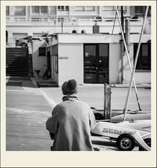 Pompon et bouton (Napafloma-Photographe) Tags: 2018 architecturebatimentsmonuments bandw bw bâtiments france géographie hautsdefrance letouquet métiersetpersonnages pasdecalais personnes techniquephoto blackandwhite bonnet boutique monochrome napaflomaphotographe noiretblanc noiretblancfrance photoderue photographe province restaurant streetphoto streetphotography fr