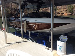 23ft Malibu Wakesetter on a 6600UL2 HydroHoist Boat Lift