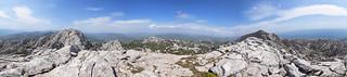panoramski pogled od 360° s grebena Crnopca (1402 m), Park prirode Velebit, Hrvatska / 360° panoramic view from the ridge of Crnopac (1402 m), Velebit Nature Park, Croatia