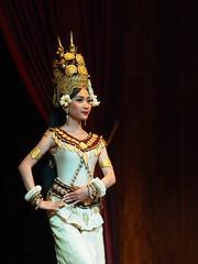 Danseuse Apsara (1) (CloR13) Tags: danseuse cambodgien cambodge apsara danse tradition
