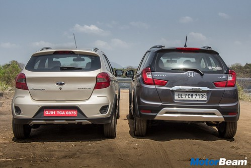 Ford-Freestyle-vs-Honda-WR-V-04