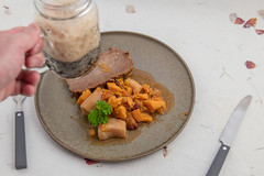 Pint of stout and plated brisket with sweet potatoes. (annick vanderschelden) Tags: beef beefbrisket slices plums sweetpotatoes spices pottery plate served tsimmes jewish hearty gravy parsnip cooking food pressurecooker hiughpressure boneless celery carrot oniion beefbroth cinnamon nutmeg allspice applecider pint stout foam belgium