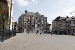 Tongeren-8598 (leoval283) Tags: belgië uitje dilsenstokkem tongeren plein square stadhuis cityhall