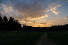 Abendhimmel (Joachim S.) Tags: 2002 abend abendhimmel abendstimmung dunkel himmel pfad sonnenuntergang wachseldorn wachseldornmoos wald wiese wolken wolkenstimmung bern switzerland ch