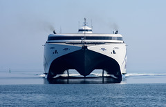 D72_0473 (misosuppen) Tags: århus aarhus århusø danmark denmark harbour ship crane icebergs nikond7200 nikon24120mm