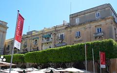 Republic Square [Valletta - 25 April 2018] (Doc. Ing.) Tags: 2018 malta valletta lavalletta ilbeltvalletta city capital spring architecture kazinnazzjonalista republicsquare building tree square