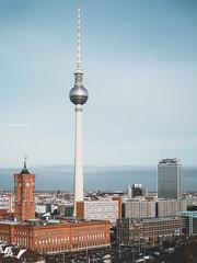 Berlin - City Ost (Thomas Bechtle Fotografie) Tags: alpha6000 berlin city fernsehturm rotesrathaus sony stadt cityscape panorama ãœbersicht übersicht tvtower popularplaces bekannte orte stadtansicht