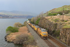 The Dalles, Oregon (UW1983) Tags: trains railroads unionpacific up portlandsubdivision intermodaltrains columbiagorge columbiariver thedalles oregon rain