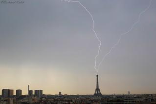 Impact sur la tour,orage de printemps
