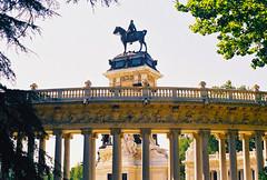 Madrid | Monumento a Alfonso XII (António José Rocha) Tags: espanha madrid cidade capital retiro parque buenretiro monumento rei alfonsoxii pedra bronze estátua escultura arte colunas baixorelevo cavalo