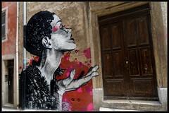 Dire (Gramgroum) Tags: steet art graffiti marseille panier lepanier dire 132 jam visage baussenque centre culturel porte mur main