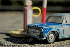 Peugeot 405 by a tankstation (Hds Fotografie) Tags: car classiccar classiccars vintage vintagetoys vintagecar dinkytoys dinkytoy detail details modelauto modelcar speelgoed speelgoedauto toys tankstation peugeot vintagepeugeot peugeot405 405 1960 1960s foto fotografie hdsfotografie franseauto frenchcar drenthe paterswolde photo photograpy tankstelle eelde