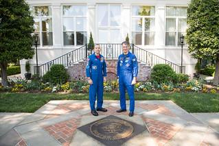 Astronauts Randy Bresnik and Paolo Nespoli Visit Marine Corps Barracks (NHQ201805070011)