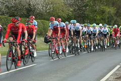 Peloton (Steve Dawson.) Tags: tourdeyorkshire cycle race bikes peloton teams uci stage1 beverleytodoncaster skidby yorkshire england uk canoneos50d canon eos 50d ef28135mmf3556isusm ef28135mm f3556 is usm 3rd may 2018