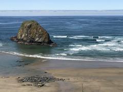 Kinda scape (RaminN) Tags: jockeycaprock pacificocean ocean rock cannonbeach coast oregon