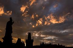 glowing sky (hjuengst) Tags: prag glow glühen sky himmel charlesbridge karlsbrücke clouds wolken tschechien czechrepublic prague