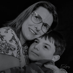 Mother and son (Enio Godoy - www.picturecumlux.com.br) Tags: mobileart portrait silverefex2 mobilephotography naturelight niksoftware 1x1 mobilephone samsungs8 mobilephoto mobile luisinho alessandra bw luisfernando mobgrafia samsunggalaxys8 mothersday