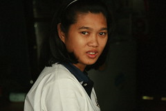 looking back (the foreign photographer - ฝรั่งถ่) Tags: young woman looking back khlong thanon portraits bangkhen bangkok thailand canon