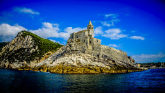 Entrando en Portovenere, cerca de Cinque Terre (pepoexpress - A few million thanks!) Tags: nikon nikkor d750 nikond750 nikond75024120f4 24120mmf4 pepoexpress portovenere cinqueterre italy water sea seascape blue architecturesky skyline