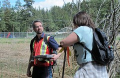 Neil teaches classification (BC Wildlife Federation's WEP) Tags: peachland mapourmarshes wetland workshop rosevalley education citizenscience classification pwpa bcwf wep wetlandseducationprogram