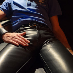 In the heat of the light (RIch-ART In PIXELS) Tags: leather leatherjeans leatherpants black shiny gay crotch leicadlux6 leica dlux6 horseleather bulge