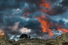 Contraste al atardecer (mariusbucsa) Tags: atardecer nubes contraste horadorada paisaje cielo dorado intenso calatayud aragón es españa nikond5600 nikkor35mm18g nikkor