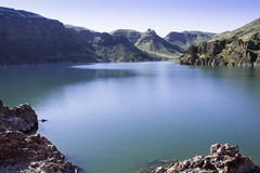 Lake Owyhee, Oregon (Bonnie Moreland (free images)) Tags: water lake mountains bluffs oregon sky lakeowyhee cliff landscape rocks topf100100149faves