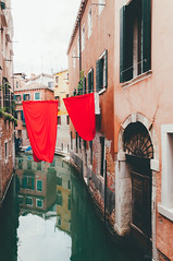 red. (Nicole Favero 游婉情) Tags: viola venice love crazy awesome forever mine nicolefavero nikon nikond5000 camera reflex follomwe red place gondola city italy italian photography landscape travel explore town water top view cool houses roofs old lightroom edit