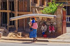 Ihosy - Long load (NettyA) Tags: 2017 africa betsileo fianarantsoaprovince ihosy madagascar malagasy children localpeople markettown people town travel