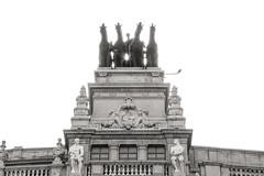 Cuadriga (Miguel Angel Prieto Ciudad) Tags: sculpture architecture madrid spain bank blancoynegro blackandwhite monochrome backlight sony sonyalpha mirrorless sonyalphadslr