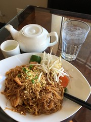 Shrimp Pad Thai (Phototrain Photography) Tags: ottawa eatwriteread shrimppadthai chinatown somersetbronson