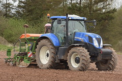 New Holland T7.200 Tractor with a Amazone AD-P 3000 Special Seed Drill (Shane Casey CK25) Tags: new holland t7200 tractor amazone adp 3000 special seed drill t7 200 nh blue rathcormac spring barley newholland cnh tillage traktor traktori trekker tracteur trator ciągnik county cork sow sowing set setting drilling till tilling plant planting crop crops cereal cereals ireland irish farm farmer farming agri agriculture contractor field ground soil dirt earth dust work working horse power horsepower hp pull pulling machine machinery grow growing nikon d7200