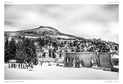 SuperBesse [Puy de Dôme] (BerColly) Tags: france auvergne puydedome superbesse ski hiver winter nb noiretblanc blackandwhite bw neige snow ferme farm puy sky ciel nuages clouds bercolly google flickr