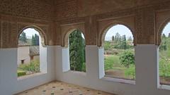 DSCF5514 Generalife, Alhambra, Granada (Thomas The Baguette) Tags: granada spain granadaspain espagne espana alhambra nesrid nesridpalace patiodelosleones lionfountain comares moorish fountains architecture gardens machuca alcazaba