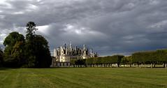 Lumière sur Chambord (Sugar 41) Tags: chambord france château castles d610 ciel nuages clouds groupenuagesetciel flickrdiamond