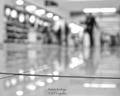 On reflection (Mister Blur) Tags: mexicocity international airport aeropuerto internacional ciudad méxico aicm terminal1 light traveler reflection low pointofview shallow depthoffield dof blur bokeh forlife blackandwhite bw blancoynegro happy monochrome monday marconi union snapseed nikon d7100 35mm rubén rodrigo fotografía