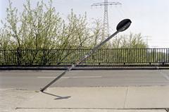 Untitled (Florian Thein) Tags: berlin lichtenberg schild verkehrsschild sign trafficsign schief schräg schieflage aslant film analog kleinbild 35mm canonf1 kodak