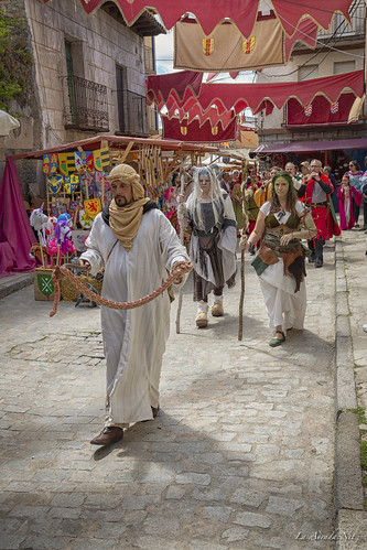 "XVII Mercado Medieval de La Adrada • <a style=""font-size:0.8em;"" href=""http://www.flickr.com/photos/133275046@N07/41857286681/"" target=""_blank"">View on Flickr</a>"