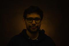 Terror (eric00fer) Tags: boy look art arte photo retrato shadow fun estudio foto luz light gafas suave