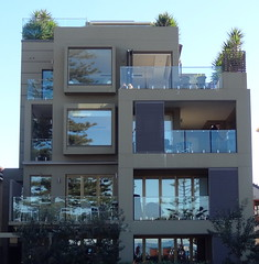 Picture windows, balconies and reflections (boeckli) Tags: reflection windows manly newsouthwales sydney fenster windowwednesdays window balcony balkon reflections spiegelung picturewindow haus house gebäude building buildingstructure architecture architektur outdoor