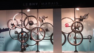 Bicycle wheels, on the move in a store window, Paris