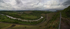 Der Wiltinger Saarbogen vom Aussichtspunkt Galgenberg (Tatjana_2010) Tags: weinanbaugebiet saar berge fluss himmel wolken panorama