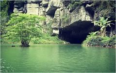 Trang An ... (Augusta Onida) Tags: leicam grotta cave fiume river lago lake trangan ninhbinh vietnam asia travel tree boat canoa rock