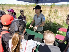 Mona Matson, Metro Vancouver Regional Parks, showing children animal remnants (BC Wildlife Federation's WEP) Tags: outreach bcwf education wetlands wetlandseducationprogram bcwildlifefederation booth interactive school students surrey surreybendregionalpark metrovancouver